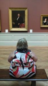 coincidenze nelle fotografie - signora seduta