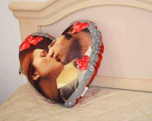 Cuscino a forma cuore con foto regalo per san valentino